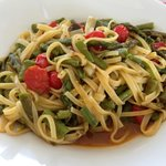 tagilolini with asparagus and tomatoes