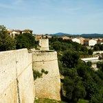 mura trecentesche del castello di magliano