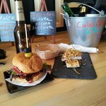 hamburguesa de retinto y tosta de atun rojo
