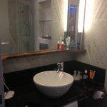 Auch das Bad, mit Badewanne, sehr schön.
