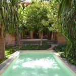 Terrasse Chambre 9 mit kleinem Schwimmbereich