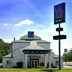 Front View of Motel 6