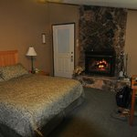 Cabin Style Room w/ Queen bed and fireplace #9A
