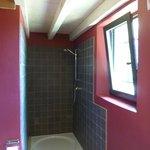 Amitie room bathroom