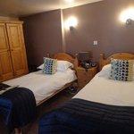 room 4 twin beds on blocks