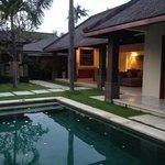 Grand Avenue Bali Foto