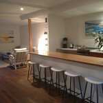 breakfast bar and lounge