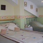 bedroom 4 family/ twin can sleep 3