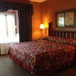 Master bedroom- overlooks whirlpool room and lake