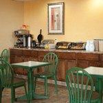 Fairview Inn -Suites Jonesboro ARBreakfast
