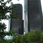 vista del complejo desde el rio Detroit