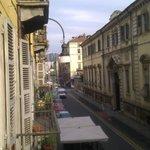 vue sur la Rue Principe Amedeo depuis le petit balcon de ma chambre