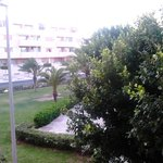 Parque ubicado frente a las habitaciones que dan a levante