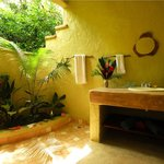 Mango Guest House Bathroom
