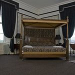 King size four poster bed room 1