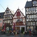 De markthuizen met de 'Ossenfontijn'.