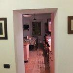 Вид из комнаты номера на кухню