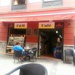 ภาพถ่ายของ F & M Cafe