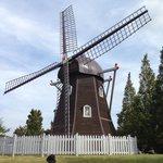 風車..オランダ風でいいですね!!