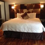 Spacious kingsize bedroom