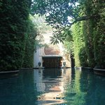 Baray Villa guests private pool