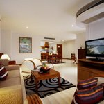 Waterfront Suites Phuket by Centara Foto