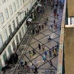 Vanaf het balkonnetje van de kamer op de vierde verdieping