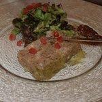 terrine de lapin maison et sa confiture de rhubarbe
