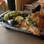 Fangfrischer Heilbutt mit Bratkartoffeln und Fenchelgemüse