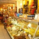 Espace charcuterie, fromage, pâtes fraîches...