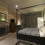 Wicker Park guestroom