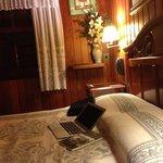 um lindo e aconchegante quarto com lareira e vc atendido pelos donos ,preço justo , recomendo