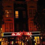 Hotel (vista nocturna)