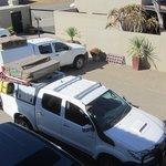 veilig parkeren achter afstand bediend hek