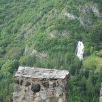 cascata del Rio Bianco vista da castel Stenico