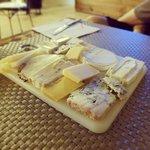Si te gusta el queso debes pedir una tabla, tienen un buen montón de referencias.