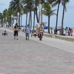 senda peatonal de la playa
