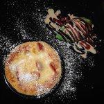Fruits rouges frais au mascarpone gratiné accompagné de glace aux oxalis, un délice...