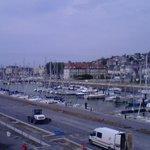 Blick auf Hafen und Casino vom Balkon