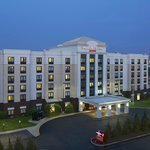 SpringHill Suites by Marriott Newark Liberty International Airport Exterior