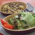 brouillade d'oeufs avec kefta et sa petite salade