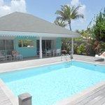 extérieur du cottage et piscine privée