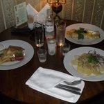 blinis, salade russe et vodka au restaurant