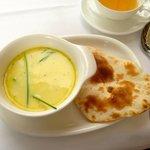 meine leckere Hühnchen Mandel Suppe mit Baby Naan Brot :)