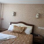 清潔な部屋とベッド