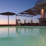 piscine et bar de l'hôtel