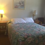 Apple Creek_Queen bed room