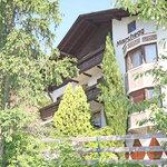 Unser Garni Marchegg liegt am Panoramaweg, am Naturnser Sonnenberg, sehr ruhig und idylisch.