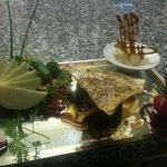 Millefeuille de foie gras poêlé aux pommes caramélisés