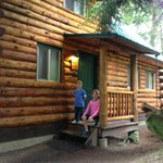 Beautiful 2 bedroom cabin next to hot tub in gazebo